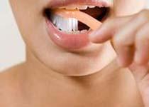 切记 牙齿修复后做好口腔护理很重要